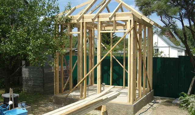 Летний душ с подогревом своими руками: инструктаж по строительству