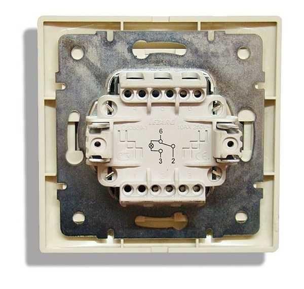 Назначение и монтаж двухклавишного проходного выключателя