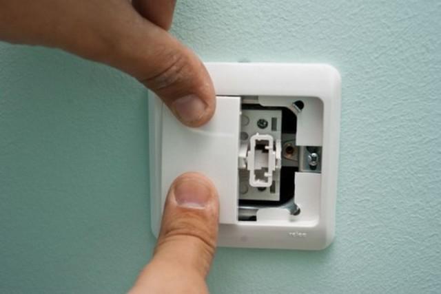 Как установить выключатель света: пошаговый инструктаж, схемы и правила