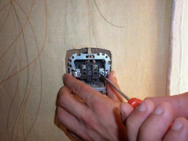 Неисправности розеток и способы ремонта: как починить розетку самому