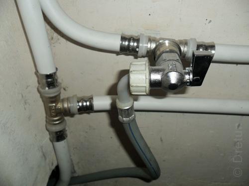 Опрессовка металлопластиковых труб: обзор технологии проведения работ