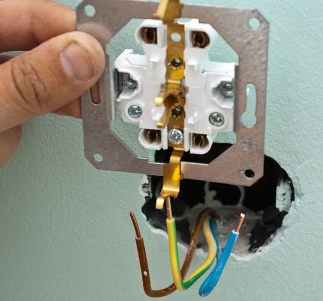 Как из одной розетки сделать две: варианты устройства проводки