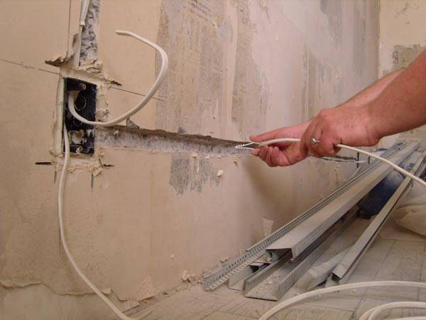 Как провести проводку в квартире своими руками от щитка: схемы, правила, порядок выполнения работ