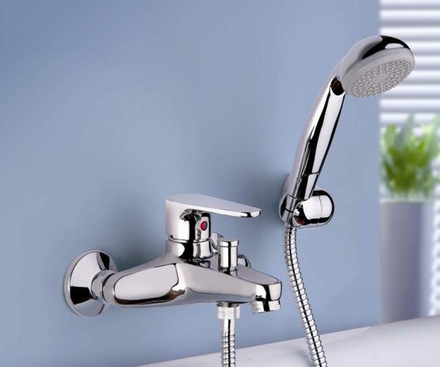 Как выбрать смеситель для ванной с душем: виды, отличия, производители