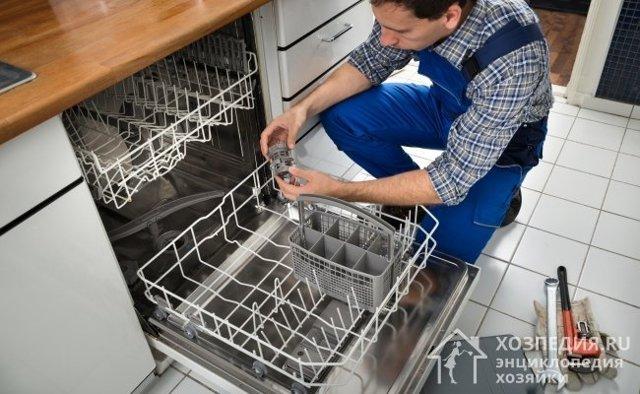 Что делать, если посудомоечная машина не сливает воду и стоит