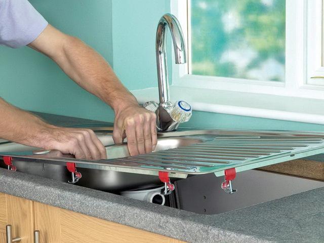 Как установить раковину на кухне: правила монтажа