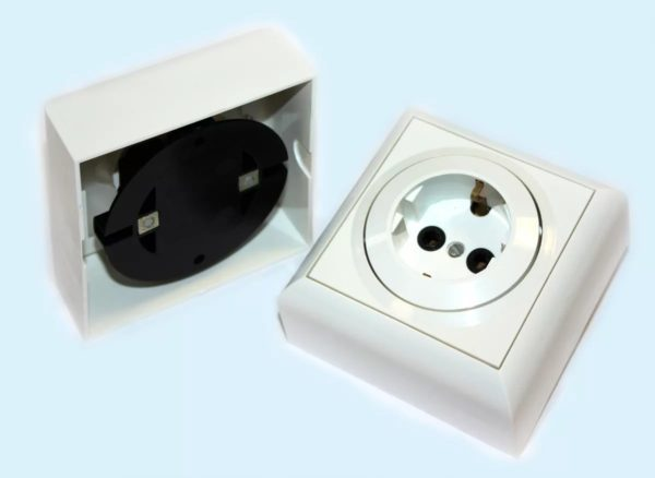 Накладные розетки и выключатели: монтаж и подключение своими руками