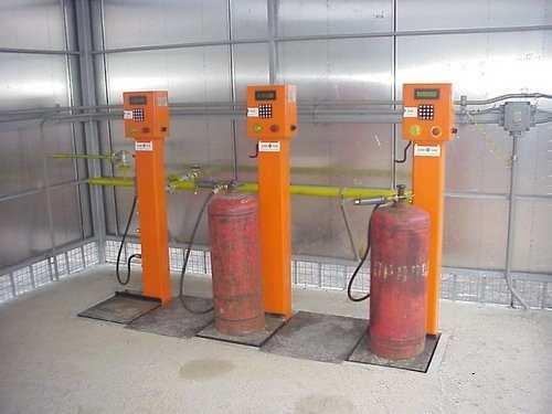 Правила заправки бытовых газовых баллонов на АГЗС: можно ли заправлять и как это сделать?