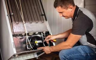 Почему не морозит холодильник: частые причины и их устранение