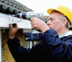 Как сделать водосливы с крыши: правила обустройства системы водоотвода