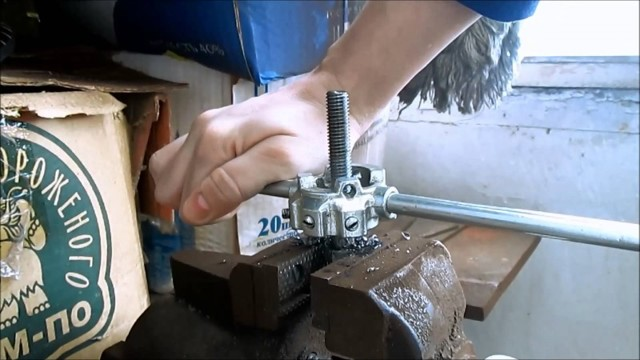 Как нарезать резьбу на водопроводной трубе: обзор способов