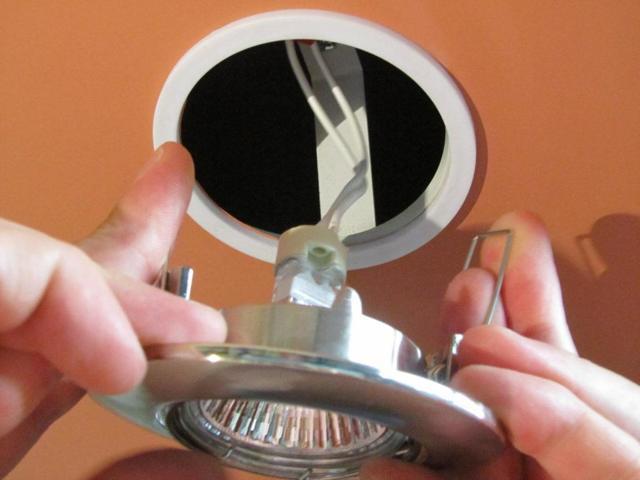 Как своими руками поменять лампочку: технические нюансы замены