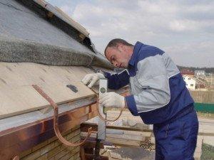 Водостоки для крыши своими руками: как сделать систему водоотвода самому