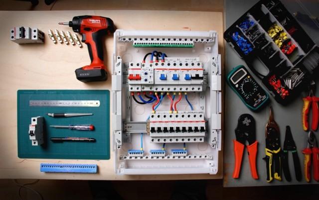 Импульсное реле для управления освещением: виды, маркировка и подключение